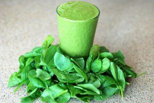 zeleni kašasti sok i lisnato povrće