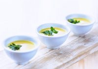 tri šalice zdrave juhe